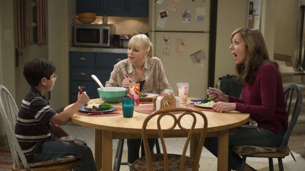 Beim gemeinsamen Abendessen mit Roscoe (Blake Garrett, l.) ahnt Christy (Anna...