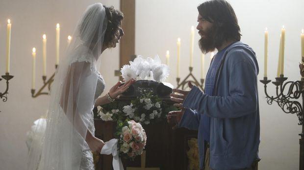 Während Carol (Kristen Schaal, l.) eine wunderschöne Zeremonie organisiert, h...