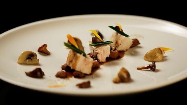 The-Taste-Stf01-Epi06-Ragout-vom-Schwarzfederhuhn-Dennis Heeren-01-SAT1