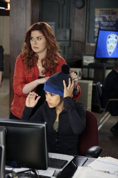 Nicht nur beruflich haben es Laura (Debra Messing, l.) und Meredith (Janina Gavankar, r.) mit schwierigen Beziehungsverhältnissen zu tun ... - Bildquelle: 2015 Warner Bros. Entertainment, Inc.