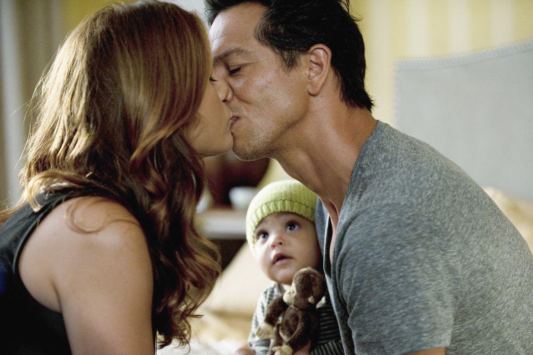 Addison (Kate Walsh, l.) genießt ihre aufblühende Romanze und lebt sich in ihr neues Leben ein nachdem sie sich zwischen Sam und Jake (Benjamin Br... - Bildquelle: ABC Studios