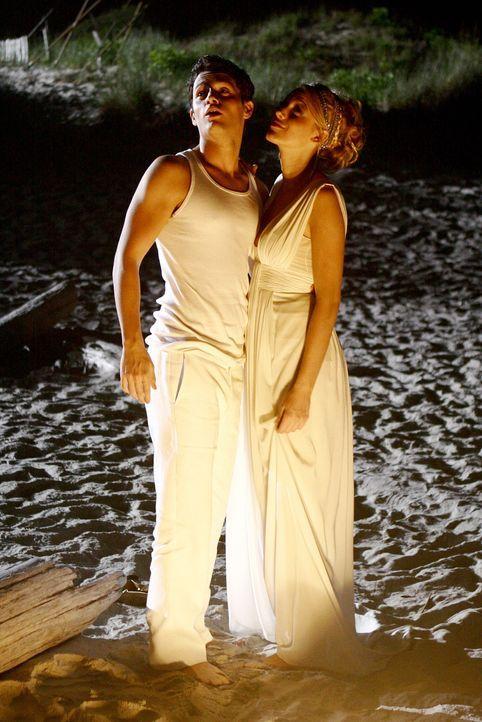 Dan (Penn Badgley, l.) ist seiner Liebe gefolgt - wird er Serena (Blake Lively, r.) zurückerobern können? - Bildquelle: Warner Brothers
