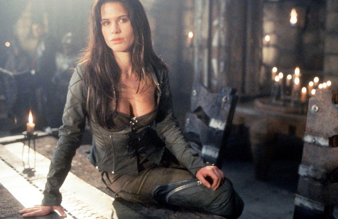 Verliebt sich leidenschaftlich in Beowulf, der jedoch unter einem schrecklichen Fluch leidet: Kyra (Rhona Mitra) ... - Bildquelle: Kinowelt Filmverleih