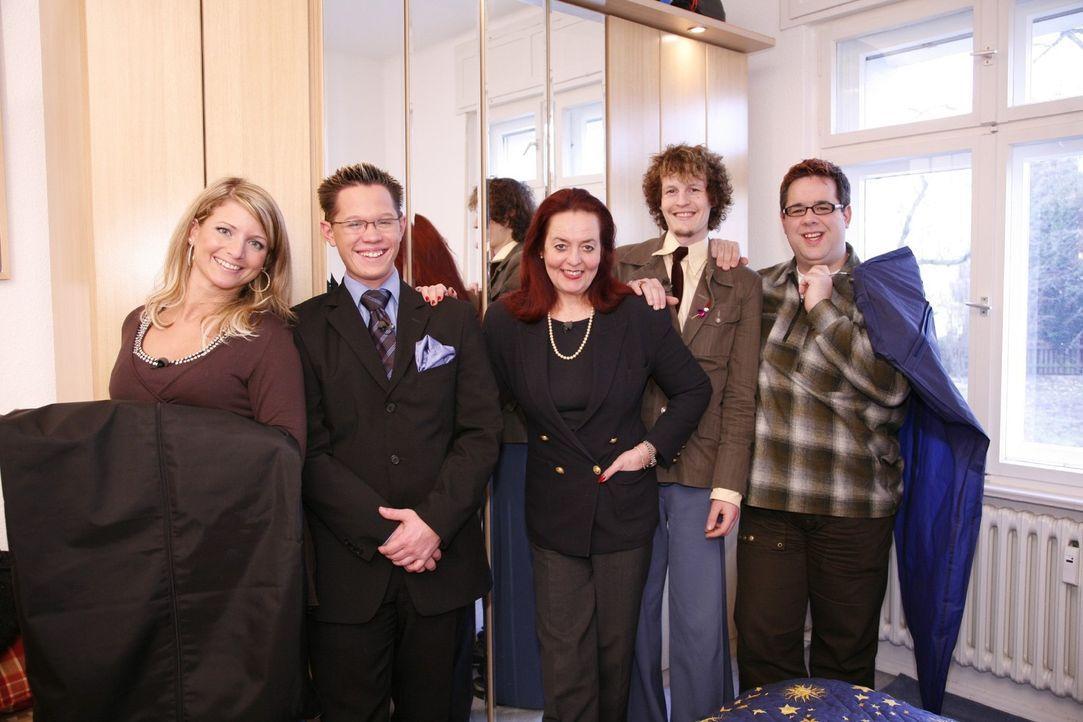 """V.l.n.r.: Vanessa, Christian, Martina, Richard und Michael sind das """"Zieh mich an!-Team"""" aus Berlin. - Bildquelle: Sat.1"""