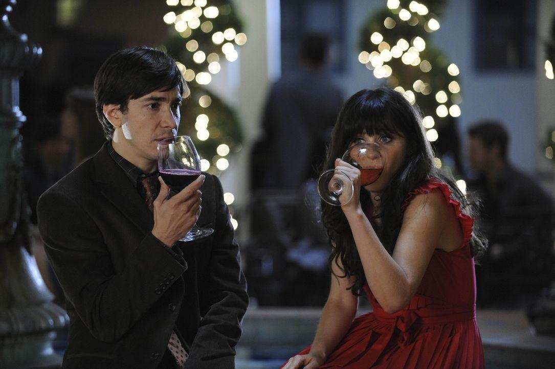 Während Jess (Zooey Deschanel, r.) soweit ist, den nächsten Schritt in ihrer Beziehung mit Paul (Justin Long, l.) zu gehen, gerät Schmidt in eine... - Bildquelle: 20th Century Fox