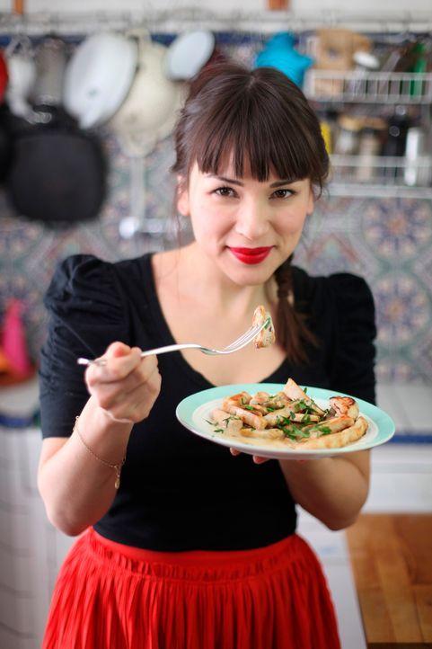 Die französische Küche kann verzaubern, vor allem, wenn Rachel Khoo den Kochlöffel schwingt ... - Bildquelle: Daniel Lucchesi Plum Pictures 2012