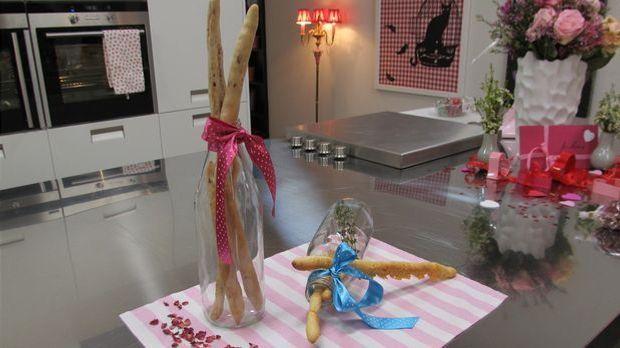 Enie backt ihre leckeren Rosenblütenstangen aus einem Hefeteig und Rosenblätt...