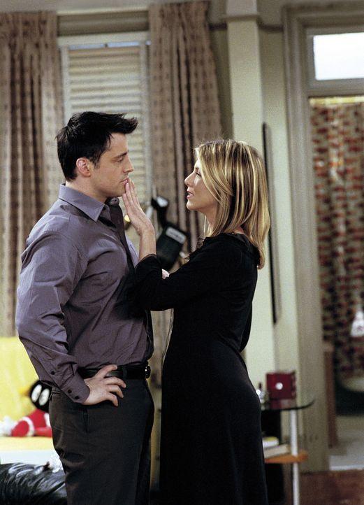 Joey (Matt LeBlanc, l.) ist verwirrt, denn er kann seine Gefühle für Rachel (Jennifer Aniston, r.) nicht mehr einordnen ... - Bildquelle: TM+  WARNER BROS.
