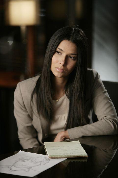Die Bankmanagerin Erin MacNeil verschwindet spurlos. Elena Delgado (Roselyn Sanchez) und ihre Kollegen gehen der Sache auf den Grund ... - Bildquelle: Warner Bros. Entertainment Inc.