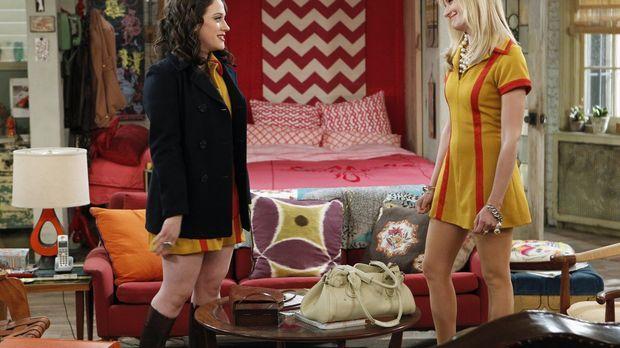 Caroline (Beth Behrs, r.) und Max (Kat Dennings, l.) sind verzweifelt: Die ne...