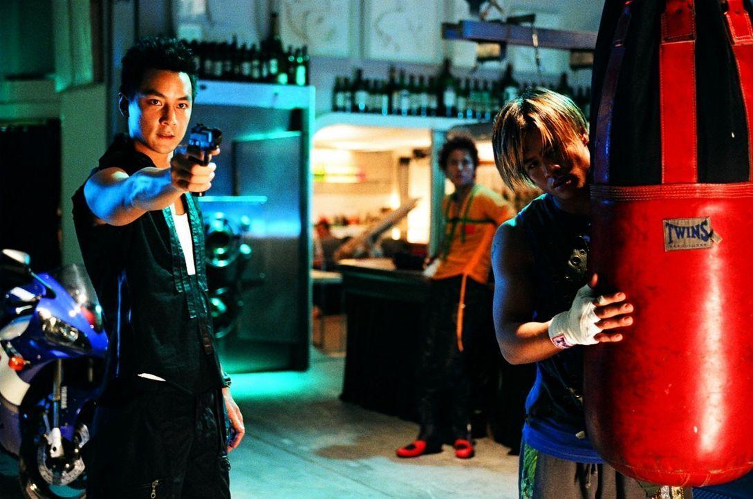 """Sind auf der Jagd nach Polizisten, die sie kaltblütig ermorden wollen: Die """"Gang of Five"""" und ihr Anführer, der brutale Joe (Daniel Wu, l.) ... - Bildquelle: E.M.S."""