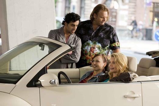 Während Danni (Annette Frier, r.) und Bea (Nadja Becker, 2.v.r.) von Pits Ges...