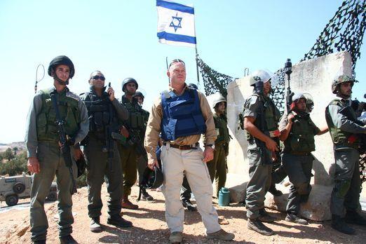 Während des zweiten Teils seiner Reise besucht Ross Kemp (M.) Israel - ein La...