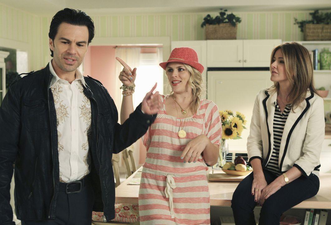 Andy und Ellie (Christa Miller, l.) streiten sich, weil Ellie nicht möchte, dass Andys Bruder Nestor (Marcus DeAnda, l.) auf der Durchreise bei ihn... - Bildquelle: 2010 ABC INC.