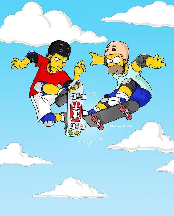 Um Bart nachhaltig zu beeindrucken, lässt sich Homer (r.) auf ein Skateboard-Rennen mit Tony Hawk (l.) ein ... - Bildquelle: TWENTIETH CENTURY FOX FILM CORPORATION