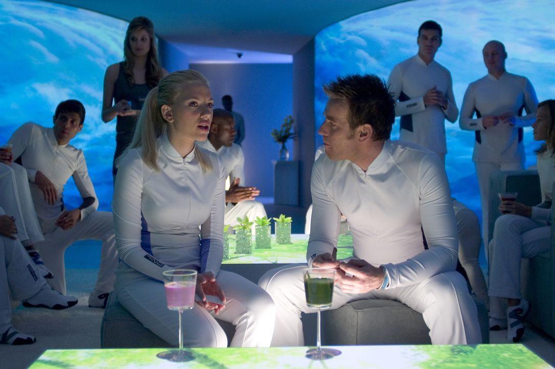 Lincoln (Ewan McGregor, r.) und Jordan (Scarlett Johansson, l.) gehören zu den wenigen Überlebenden einer weltweiten Katastrophe, die in Wohneinheit... - Bildquelle: Warner Bros. Television