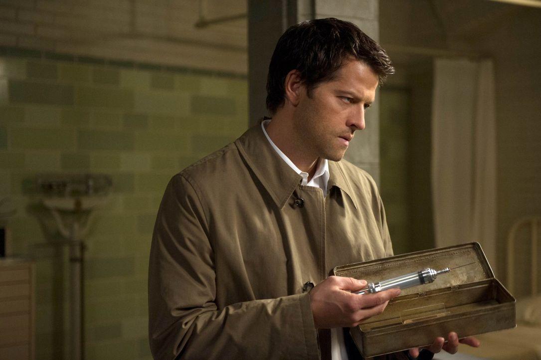 Wird Castiel (Misha Collins) wirklich eine gefährliche Prozedur durchführen, die Sam töten könnte, nur um Gadreel zu finden? - Bildquelle: 2013 Warner Brothers