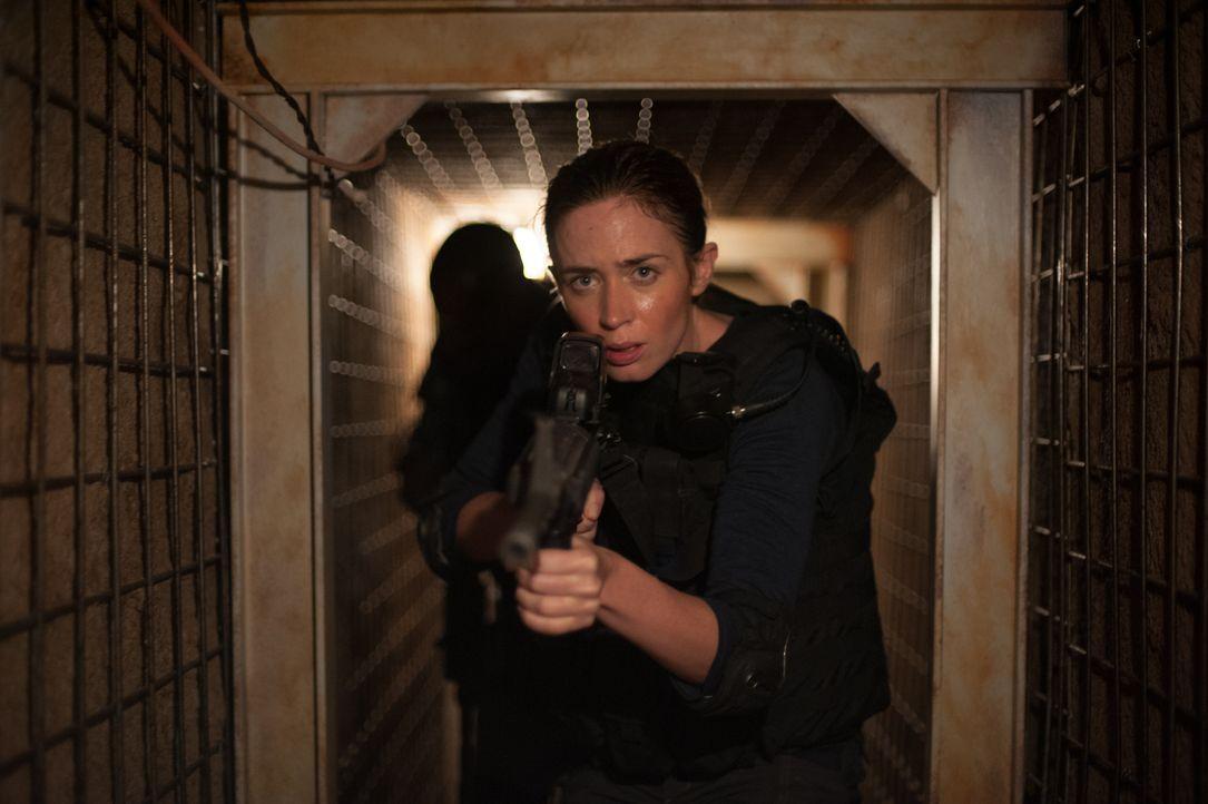 Als FBI-Agentin muss Kate (Emily Blunt) knallhart sein, denn im Drogenkrieg am Grenzsteifen zwischen Arizona und Mexiko zu überleben, ist ein ständi... - Bildquelle: Richard Foreman 2015 Studiocanal GmbH