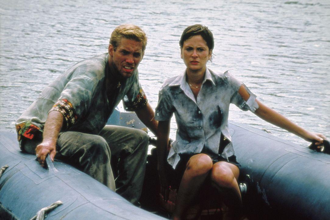 Eigentlich wollten Mia (Heidi Noelle Lenhart, r.) und Zack (Chuck Walczak, l.) ein geruhsames Wochenende in Mexiko verbringen, um ihre Beziehung zu... - Bildquelle: Nu Image