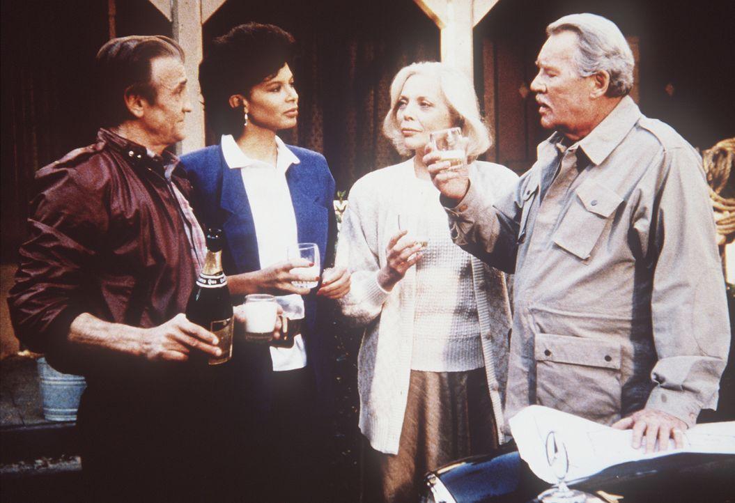 (v.r.n.l.) Geheimdienst-Gründer Harry Thornton (Howard Duff) gelingt es, seine Geliebte (Barbara Bain) aus der UdSSR herauszuholen. Mit der Hilfe vo...