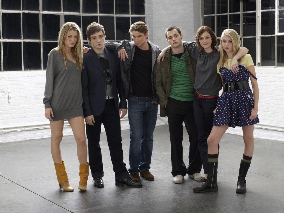 (2. Staffel) - Auf einer New Yorker Eliteschule ist allerhand los: Die Teenager Nate (Chace Crawford, 3.v.l.), Chuck (Ed Westwick, 2.v.l.), Dan (Pen... - Bildquelle: Warner Brothers