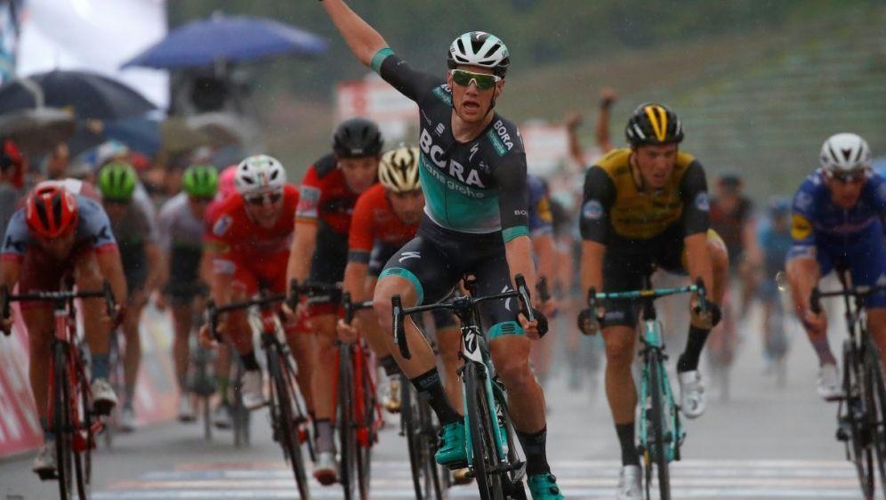 Sam Bennett hat die zwölfte Giro-Etappe gewonnen - Bildquelle: AFPAFPLuk Benies