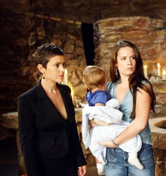 Charmed - Zauberhafte Hexen - Phoebe (Alyssa Milano, l.), Piper (Holly Marie...