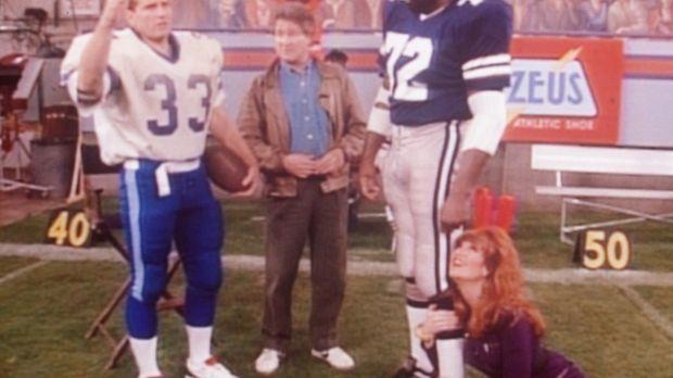 Al (Ed O'Neill, l.) und Peggy (Katey Sagal, r.) sind begeistert, als der Regi...
