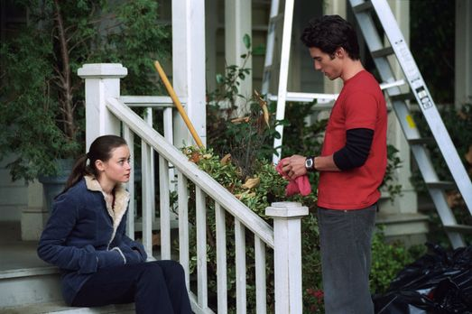 Nachdem Dean Rory (Alexis Bledel, l.) darauf aufmerksam gemacht hat, dass sie...
