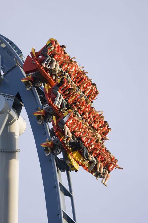 """In 63 Metern Höhe und einer Geschwindigkeit von 114 Stundenkilometer rast die """"Griffon"""" Bahn über die Schienen und gibt dabei dem Fahrgast auch noch... - Bildquelle: ProSieben MAXX"""