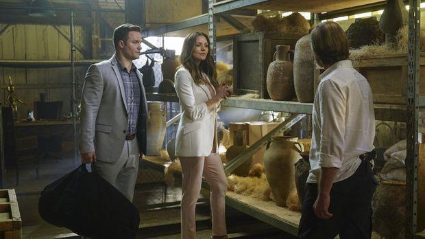 Paige (Katharine McPhee, M.) und Tim Armstrong (Scott Porter, l.) müssen zusa...