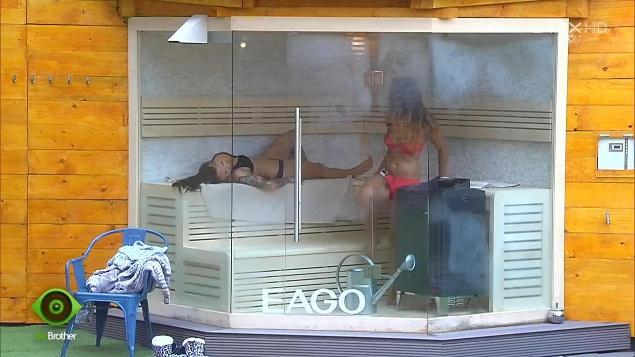 Lusy und Maria quatschen in der Sauna - Bildquelle: sixx