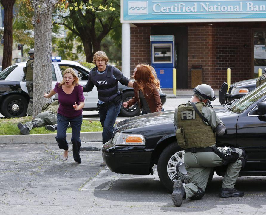 Im Einsatz gegen das Böse: Deeks (Eric Christian Olsen, 2.v.l.) ... - Bildquelle: Robert Voets CBS Studios Inc. All Rights Reserved.