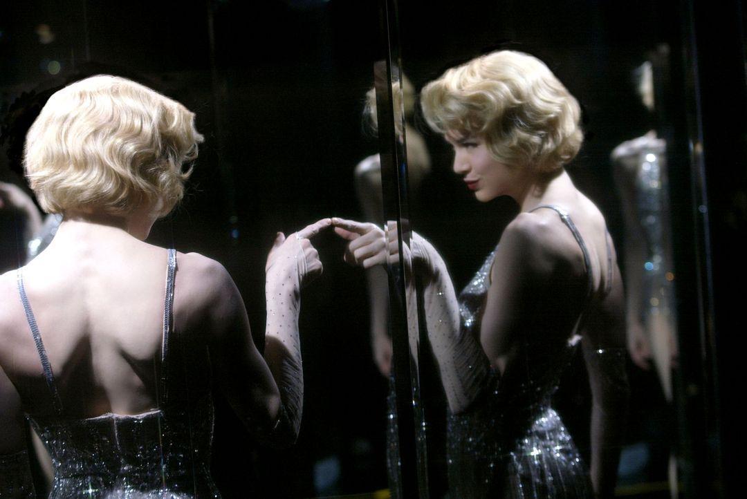 Die naive Roxy Hart (Renee Zellweger) möchte ihrem tristen Leben entfliehen und ein Star werden - wie die glamouröse Sängerin Velma Kelly, der da... - Bildquelle: Miramax Films