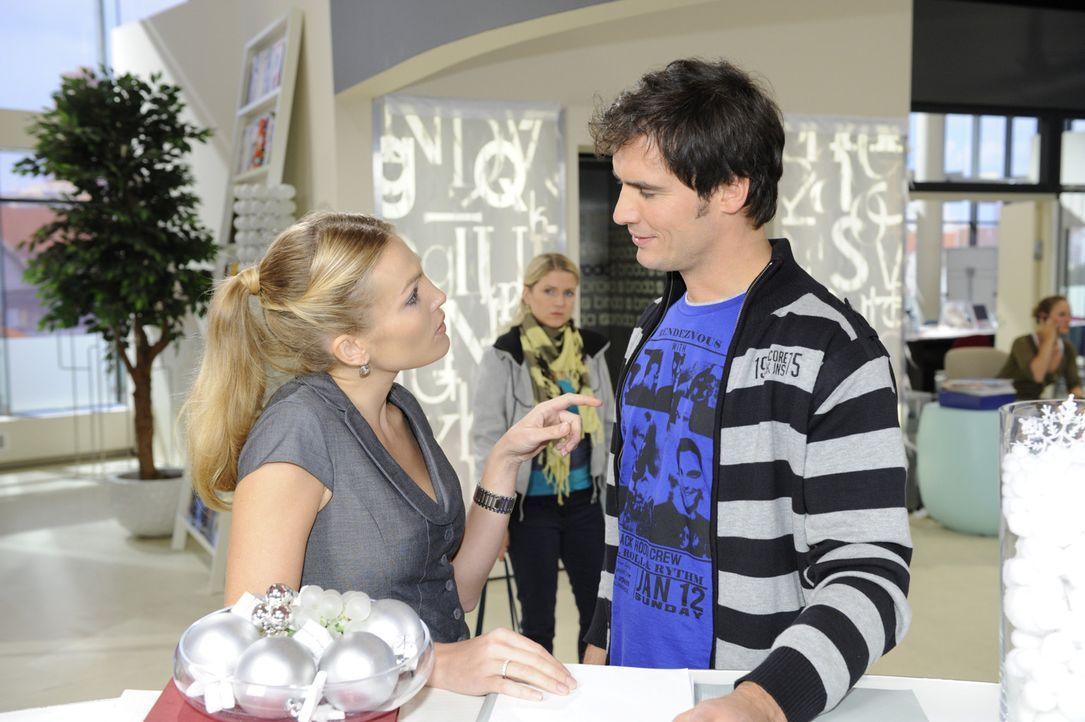 Anna (Jeanette Biedermann, M.) versucht Mia klar zu machen, dass sie ihrer Liebe zu Alexander eine Chance geben soll. Während Mia mit sich hadert,... - Bildquelle: SAT.1