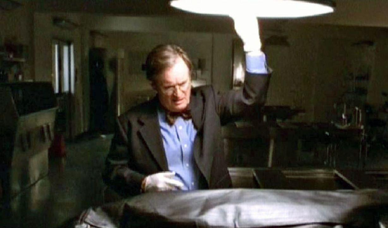 Auf Duckys (David McCallum) Seziertisch landet eine Eisleiche, die in einer Schneewehe gefunden wurde. Während der Autopsie taut der Leichnam auf u... - Bildquelle: CBS Television