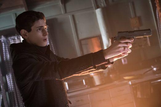 Gotham - Während sich Bruce (David Mazouz) auf die Suche nach Karen Jennings...