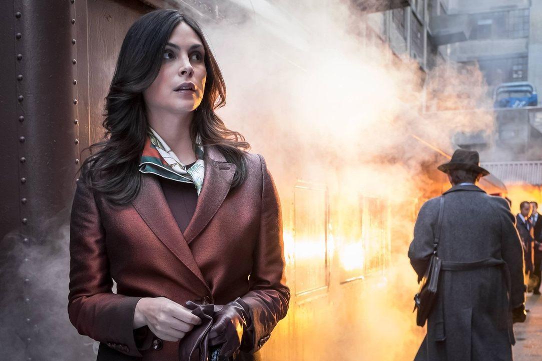 Fish Mooney sucht nach Hugo Strange, was Gordon dazu zwingt, sich mit Valerie Vale zusammenzuschließen, um sie zu finden. Währenddessen trifft Dr. L... - Bildquelle: Warner Brothers