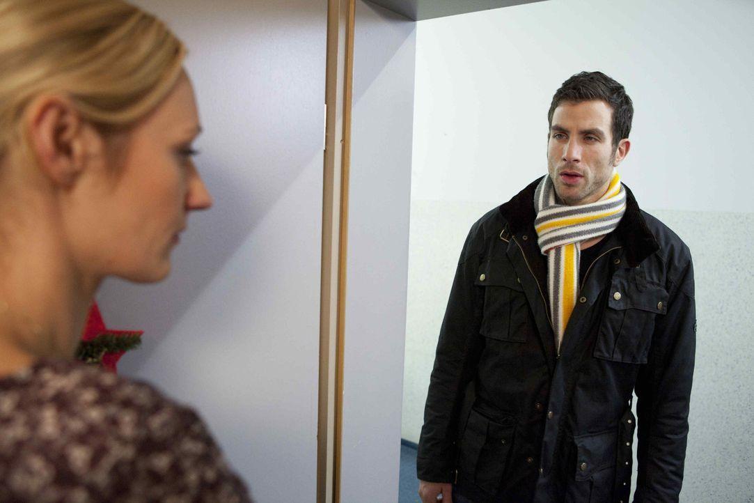 Karin (Babara Sotel, l.) lässt Michael (Andreas Jancke, r.) eiskalt abblitzen ... - Bildquelle: David Saretzki SAT.1
