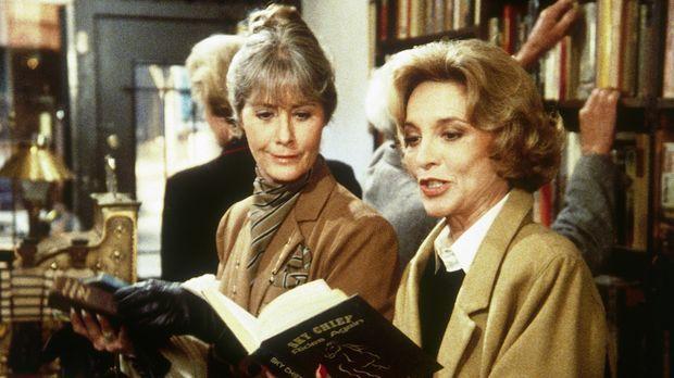 Dotty (Beverly Garland, r.) findet in einem Buchladen ein vergriffenes Kinder...