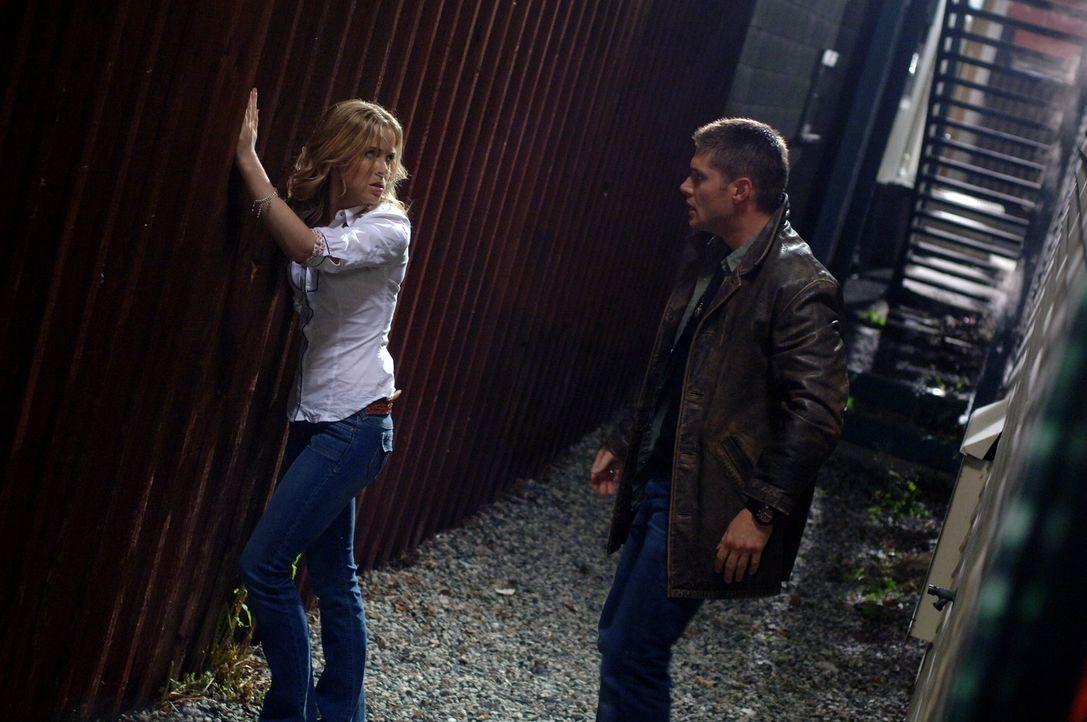 Dean (Jensen Ackles, r.) wird in der Vergangenheit mit seiner Mutter Mary (Amy Gumenick, l.) konfrontiert ... - Bildquelle: Warner Bros. Television