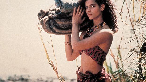 Malu (Nathania Stanford), Führerin und Dolmetscherin der Expedition, macht si...