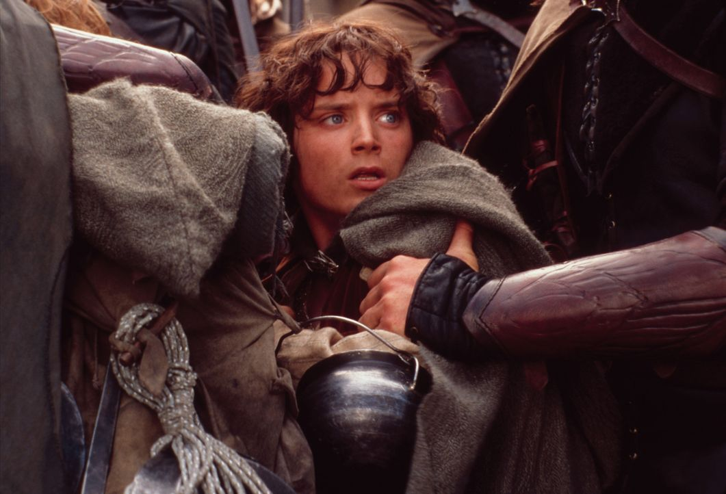 Der Bann des Ringes raubt Frodo (Elijah Wood) zunehmend seine Kräfte ... - Bildquelle: Warner Brothers