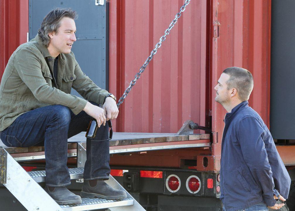 Versuchen, die nationale Sicherheit zu wahren: Callen (Chris O'Donnell, r.) und Roy (John Corbett, l.) ... - Bildquelle: CBS Studios Inc. All Rights Reserved.