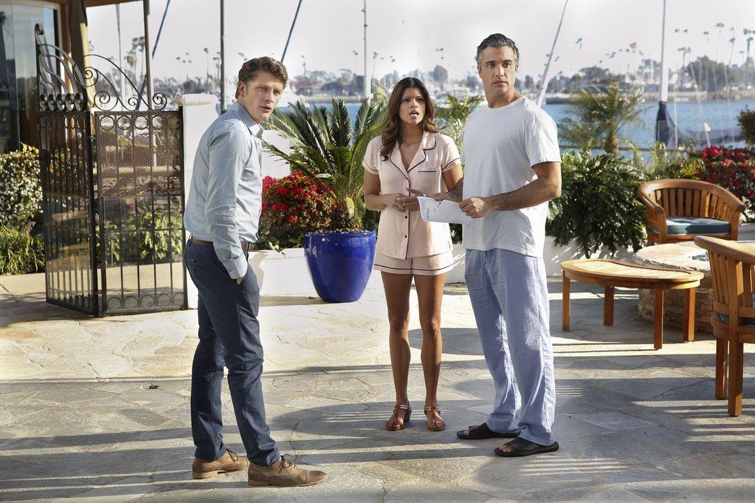 Während Jane zweifelt, ob Rafael ein guter Vater sein könnte, hilft Michael (Brett Dier, l.) Rogelio (Jaime Camil, r.) bei dessen Beziehung zu Xo (A... - Bildquelle: 2014 The CW Network, LLC. All rights reserved.