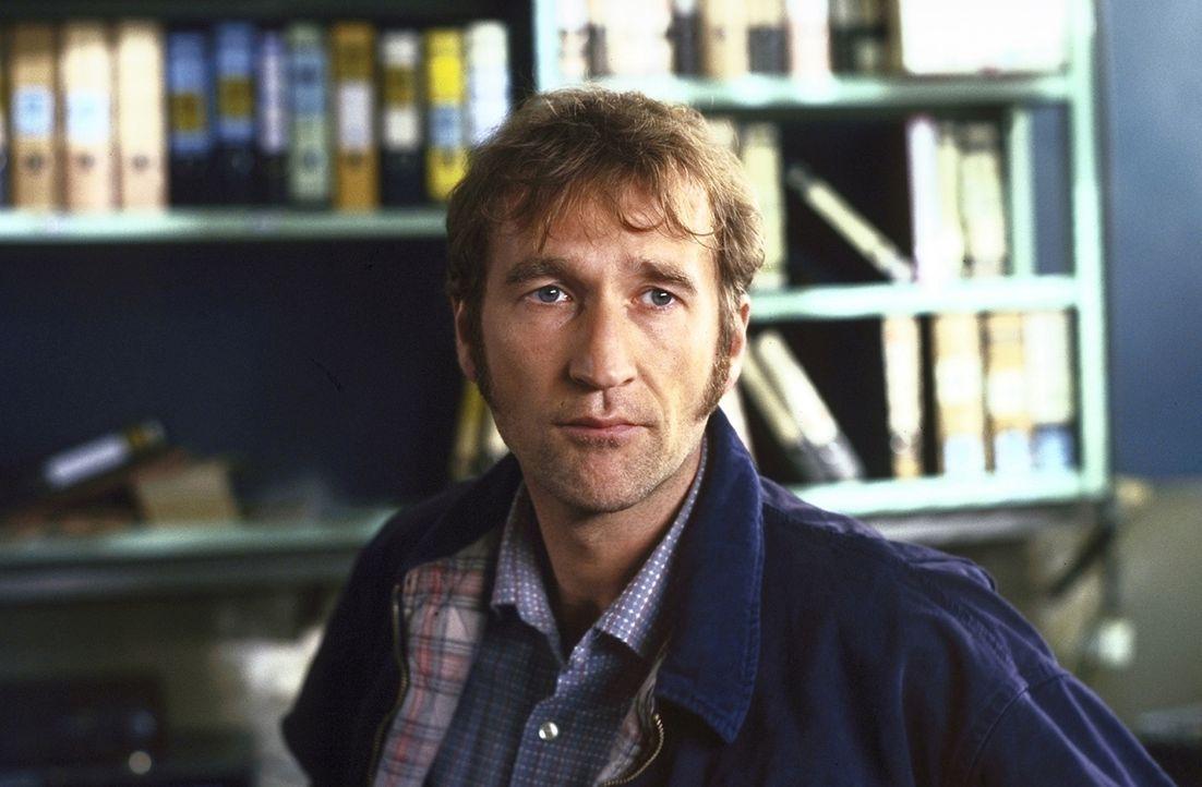 Alex Vitalij (Peter Lohmeyer) arbeitet als verdeckter Ermittler. Eines Tages gerät er in eine unmenschliche Auktion ... - Bildquelle: Pfeiffer ProSieben