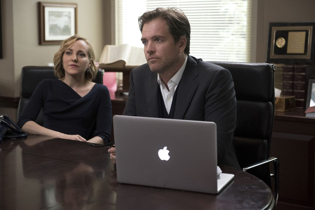 Die einzige Chance, Mathisons Unschuld zu beweisen, besteht für Bull (Michael Weatherly, r.) und Marissa (Geneva Carr, l.) darin, die Geschworenen r... - Bildquelle: Jojo Whilden 2016 CBS Broadcasting, Inc. All Rights Reserved.