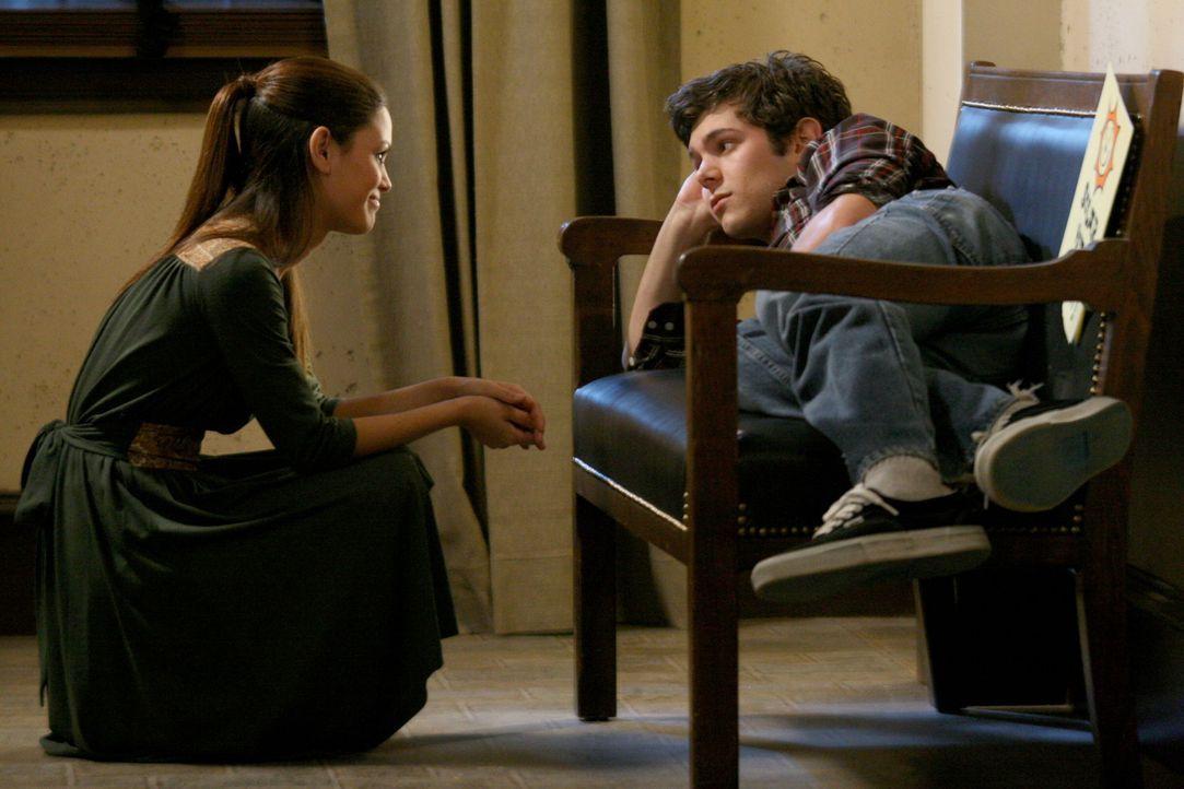 Seth (Adam Brody, r.) ist nach Providence geflogen, um einen letzten Versuch zu machen, seine Beziehung mit Summer (Rachel Bilson, l.) zu retten ... - Bildquelle: Warner Bros. Television