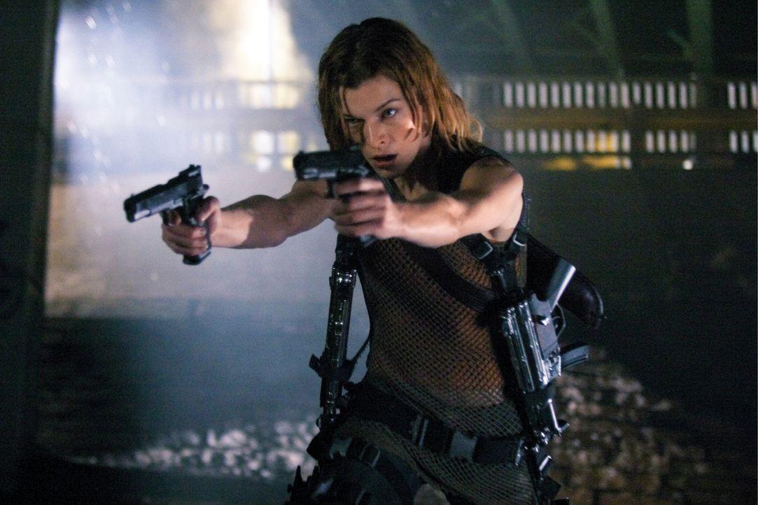 Will nur noch aus der Stadt raus!: Alice (Milla Jovovich) ... - Bildquelle: Constantin Film