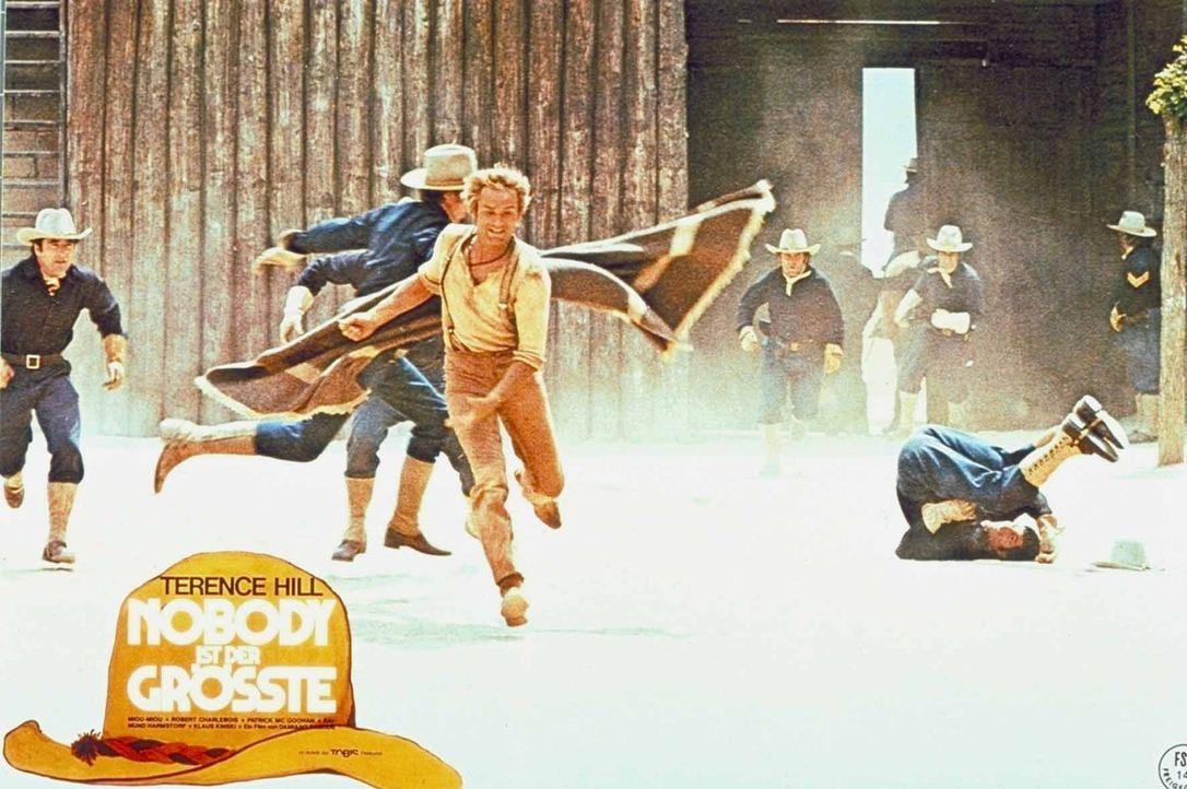 Der Revolverheld Nobody (Terence Hill) bestreitet sein Leben, indem er Banditen zum Duell herausfordert und vom anwesenden Publikum reichlich Eintri...